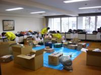 支援物資の仕分け作業
