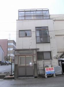 魚津市新宿(外観写真、前から).jpg