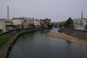 15・大町・新角川・八幡橋から角川と煙突の風景-1.jpg