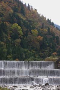 表紙・片貝・片貝谷の砂防ダムと紅葉-1.jpg